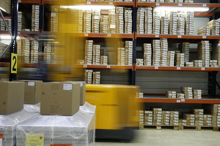 ネットショップの物流倉庫・発送代行の外注料金ってどのくらい?
